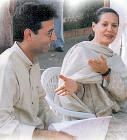 IYC President, Shri Randeep Singh Surjewala presenting National Executive & State Presidents Resolution committing unflinching support of Youth Congress Cadre in the Country to Smt. Sonia Gandhi on 9th Nov 2000